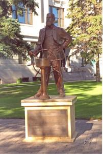 Griggs Statue 2 001